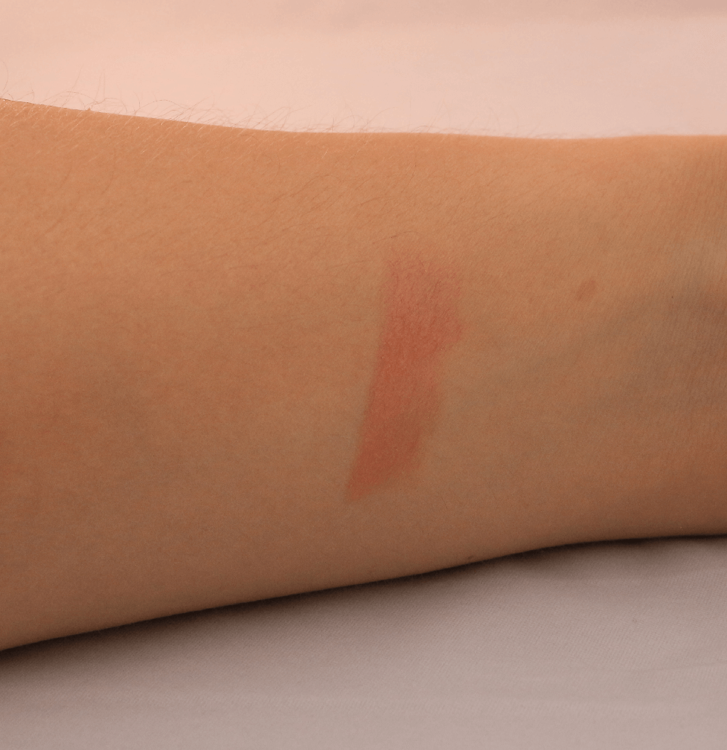 Swatch ral la creme teinte naked dolly de too faced
