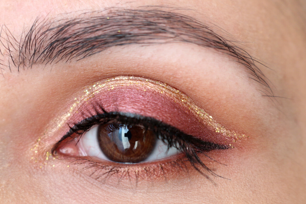 cut_crease_gold_glitter_msc_1